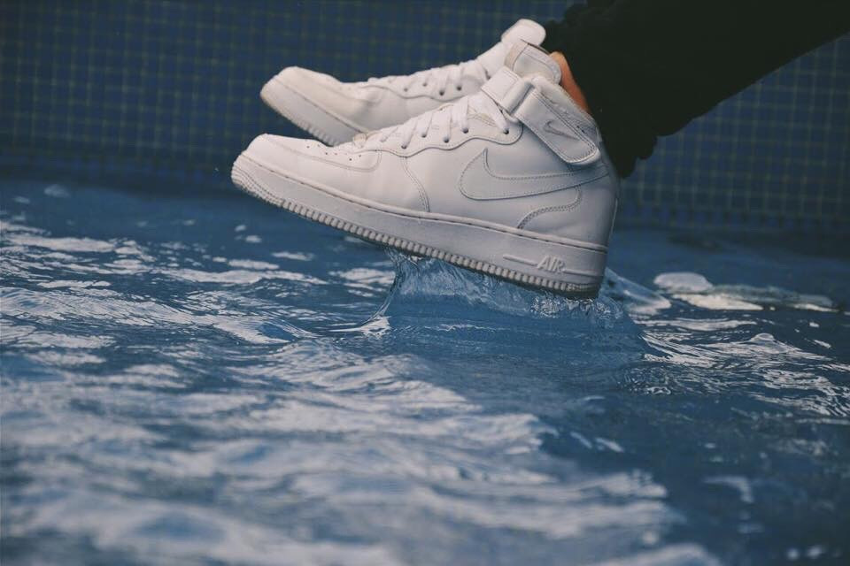 #nike #airforce #one #af1 #1982 #pool #water #splash #sneakers #fashion #style #shoes #white #blue       #FreeToEdit #dpcjump