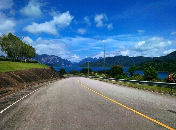 This way 🛣🚙 #FreeToEdit  #ways #road #sky #nature #thailand #meraiijourney #travel #lifestyle #photography #wppsky