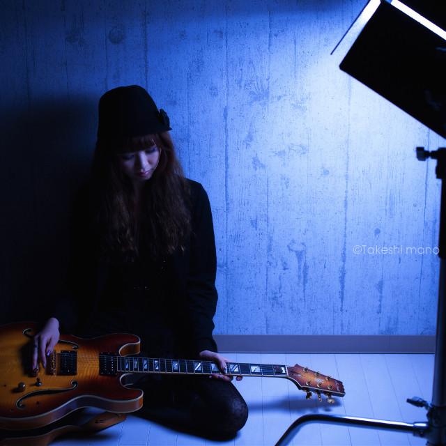 #womanportrait #woman #portraitphotography #portraits #portrait #blue #lights #shadows #guitar #japan